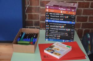 Fachbücher und Stifte